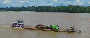 Transportación fluvial de carga en gabarra